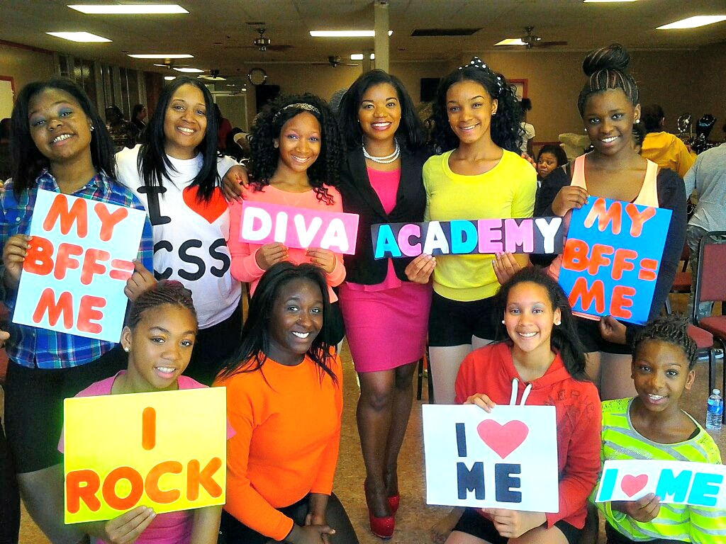 Shalena D.I.V.A. empowering young ladies at a D.I.V.A. Academy workshop